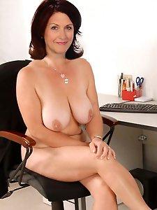 Nakedmatureladies naked :