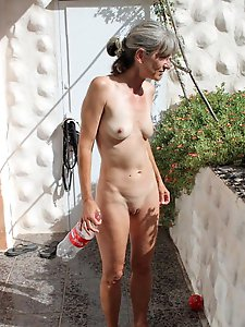 MILF Webhuren exposed 123