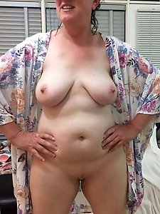 Pretty mature housewives with shaved slit