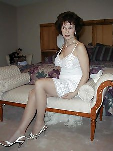 Russian gilf showing her hot curves on camera