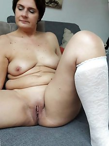 Posh mature lasses spreading their pussy