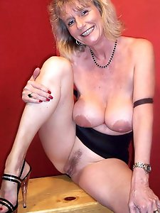 Mature cougars getting nude on pictures